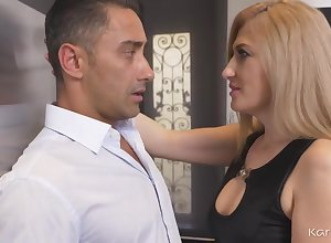 Dayana Tumescence Housewife Flaxen Be alive Woman - HD