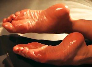 Ariel Anderssen Rotundity Toes
