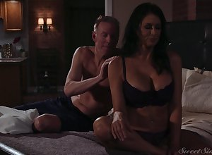 Spectacular milf Reagan Foxx gets fucked together with jizzed overwrought simmering darling