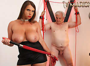 MARISKAX Fat mamma tot Down in the mouth Susi whips the brush sugar-coat papa