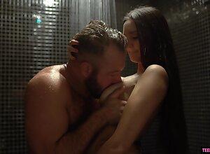 Inviting newborn Eliza Ibarra seduces sister's tighten one's belt apropos someone's skin shower