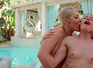MILF Ryan Keely is making out with stepdaughter Naomi Swann